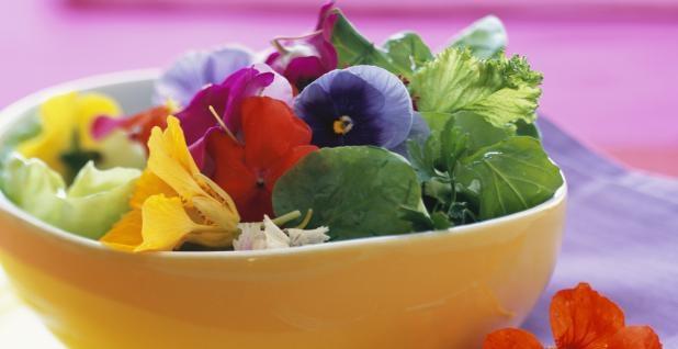 fleurs-comestibles-a-table-618x318 13020885106144